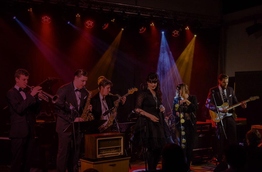 Marina Held Tourneen in Amerika, Schweiz und Österreich Violet Voices