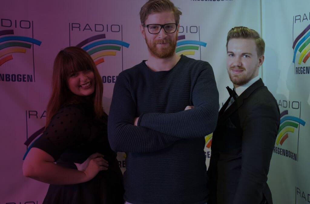 """Bundesweite Radioplays Mit den Singles """" Jedes Jahr"""", """"Lied von der Liebe"""", """"Heimatstadt"""", """"Sie steht still"""" u.a. bei SWR1, SWR4, Radio Regenbogen und vielen weiteren"""